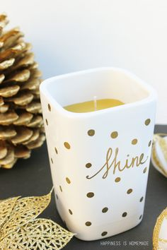 15-Minute Gift Idea: Easy DIY Sharpie Decorated Candle - Happiness is Homemade #arzus