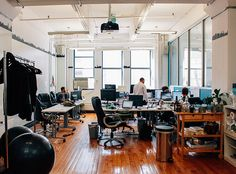 How beautiful are Maker's Row offices? Based in New York, this amazing company is connecting American manufacturers and product based businesses. And they're hiring! //