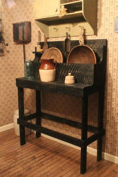 Rusty Nail Primitives~ LOVE the wallpaper in this primitive room