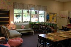 mmmm yes! Look at that classroom library/book nook!