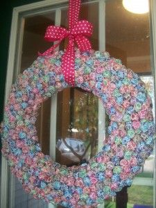 Candy Theme Party:  #DIY  Dum Dum Wreath!  ADORABLE!  Also makes cute Birthday pics with the birthday girl or boy face in it for a Thank You Card!