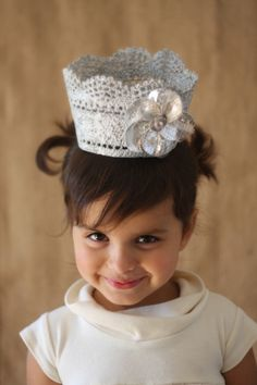 I'm so thinking I need to make me one of these! little girls, girl parties, tiara, queen, little princess, princess crowns, birthday crowns, princess party, lace crowns