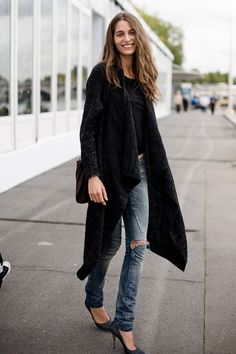 Street fashion weeks, paris fashion, outfit, jeans, street styles, denim, oversized sweaters, killer heels, coats