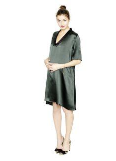 12 Stylish Holiday Maternity Dresses