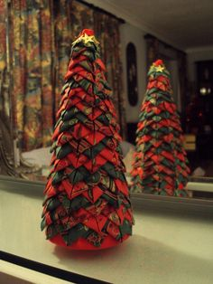 Quilted Style Folded Fabric Christmas Tree - if you can do the ornaments you can do this too!!