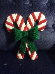 Candy canes and bow....plastic canvas