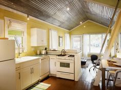Austin Cottage Rental: Walk To It All! Adorably Hip Bungalow. Ideal Soco Location!