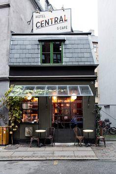 :: Central Hotel Copenhagen : Tullinsgade 1, 1610 Copenhagen - the world smallest café (5 seats inside) and hotel (1 room) ::