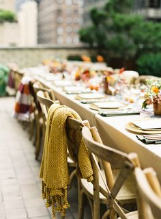 With summer's fade to fall, weddings amongst the golden leaves are officially on thehorizon. And with that comes rows of candles, woven blankets, mugs of cider, and a million other detailsthat speak to this cozy time of year. Still deciding if a fall wedding is for you? We're about to count down 15 reasons that'll…