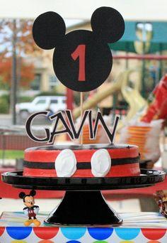 Cute Mickey Mouse cake for non-decorators.
