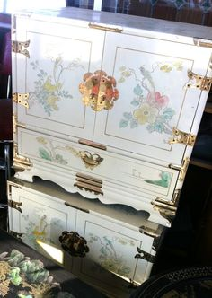 White Chinoiserie painted bedside table cabinets - Bijou and Boheme: I Love, I Bought, I Want...
