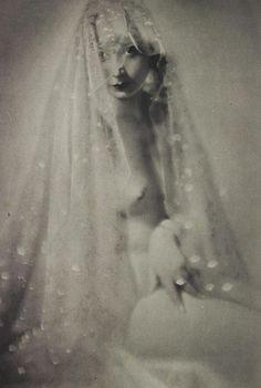 Hoodoo That Voodoo, jungfrukallan: Sphinx by Manasse, 1930 via