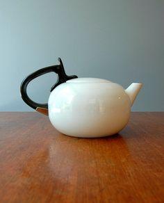 Love vintage teapots