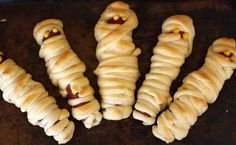 how to make mummy hot dogs -- with mustard eyes!