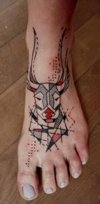 Aga Młotkowska - Mosquito Tattoo, Warsaw, Poland. I really like the geometric style of this piece.