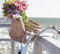 beach cruisers, pink flowers, wicker baskets, bicycl, summer beach