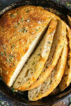 No Knead Rosemary Bread - A basic, FOOLPROOF homemade bread recipe here! Anyone can make this! I PROMISE!!!! And the bread comes out just perfect!