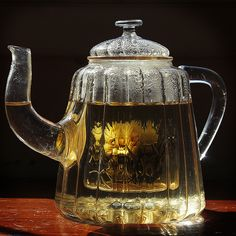 Glass teapot / by phase VIII, via Flickr