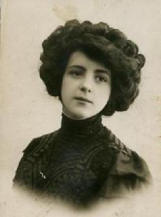 Women's hairstyles early 1900's