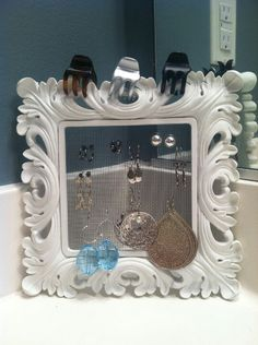 Screen earring holder