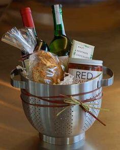 Spaghetti dinner housewarming gift. Fantastic idea of using the colander as a basket!