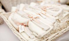 Abanicos y pashminas para los invitados {Foto, Evenpic}