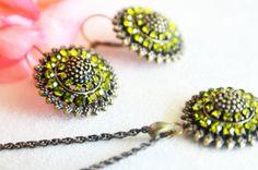 antiqued brass jewelry set red oil green swarovski art deco crystal rhinestone necklace earrings wedding jewelry bridesmaids jewelry set on Etsy, 39,90$