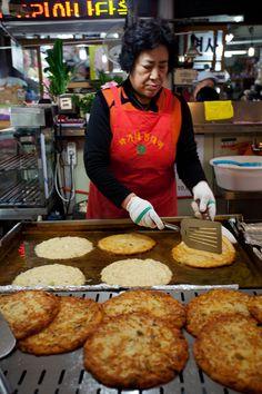 Bindaeddeok / Street Food in Korea and Stuff On Sticks!