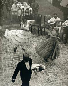 Martin Munkacsi - Dancers in Seville [1930]