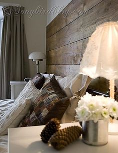 fall-colors-and-repurposed-wood-headboard-in-bedroom