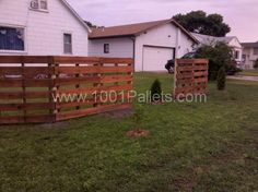 Pallets Fence  #Fence, #Pallets pretty resourceful