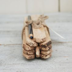 Du bois recyclé pour de jolies étiquettes pour marquer les plantations dans le jardin au printemps prochain - Garden Markers from reclaimed wood with Indigo pencil par PegandAwl, $20,00