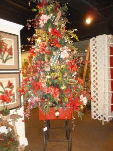 A Christmas tree in a sled. Cute idea. Garden Christmas tree  theme,