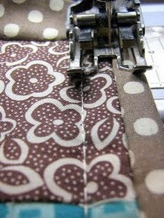 How to bind a quilt completely by machine. Very cool. #tutorial