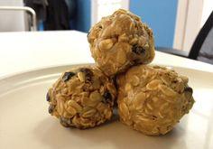 Peanutbutter Energy Bites (oats, sunflower seeds, dried fruit, cinnamon, chocolate chips, etc...yum!)