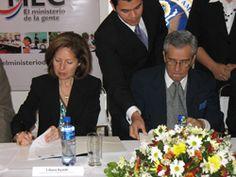 Ambassador Ayalde launches a second scholarship program for ESL teachers that teach English at Paraguayan public schools