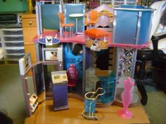 Barbie-My-Scene-Fashion-Show-Mall-RARE-ITEM-USED-Missing-Pieces-1
