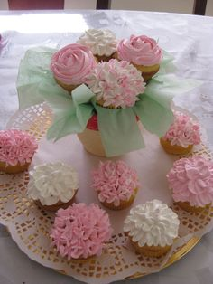 SPRING FLOWER CUPCAKE — Cupcakes! How pretty?