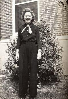 WAVE Phyllis Jensen Ankeney talks about a whirlwind WWII-era romance. www.hingesofhistory.com.
