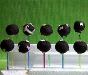 """The only cake pop photo you'll ever see me pin: """"Top 2012 Food Blogger Trends That Need to GO"""" -- hilarious! (and true)"""