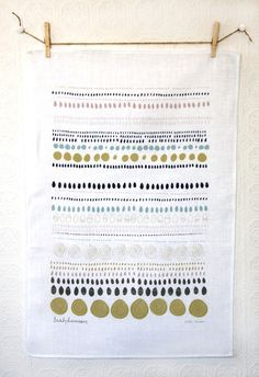 I'm not sure that I would have the heart to dry my dishes with this beautiful tea towel!