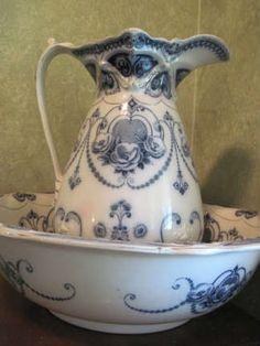 Wash bowl and pitcher .... Found on EstateSales.NET: