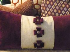 The Maltese cross embellishment on this pillow was created with Phoomph