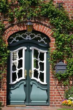 beautiful doorway.  love the color combo and shapes.