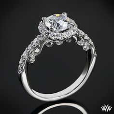 The detail on this ring is so beautiful!!