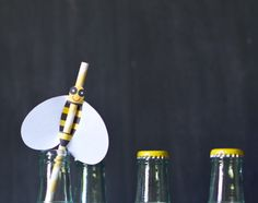 bee straw and cupcake topper printable DIY PDF for a picnic