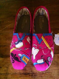 Custom hand painted TOMS,- I NEED THESE