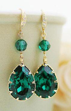 Gorgeous, emerald swarovski crystal earrings.