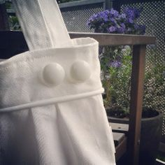 White pleated tote bag