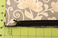 Good tutorial for sewing a zipper into a pillow cover